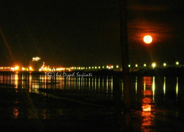 Moonrise / Rembulan terbit