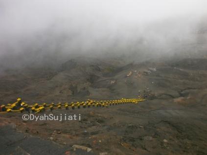 tangga menuju kawah Bromo